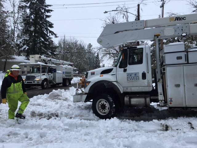 EWEB works to restore power to all as more snow hits Eugene