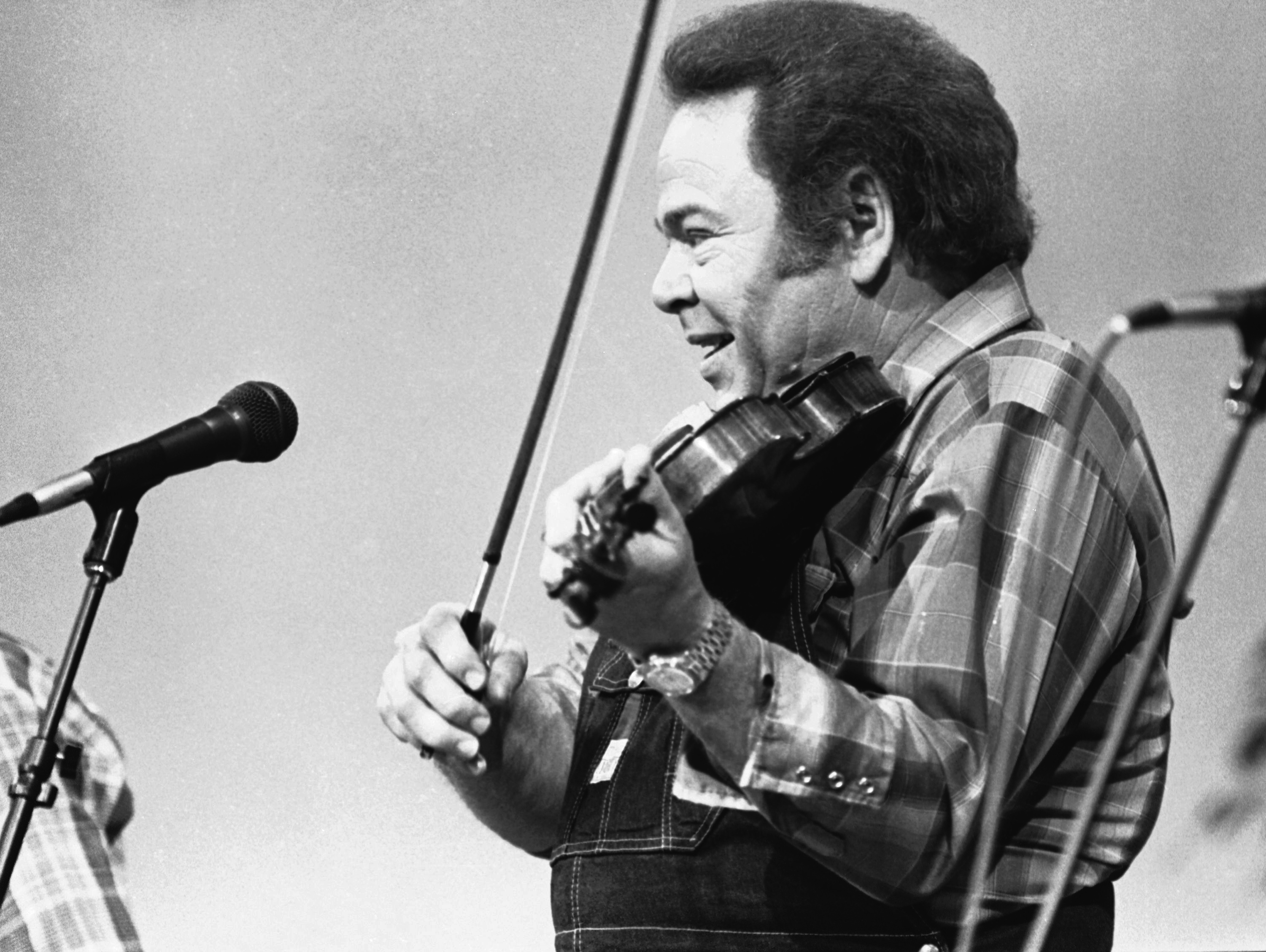"FILE - In this June 27, 1983, file photo, entertainer Roy Clark plays the fiddle during a taping of the syndicated television show ""Hee Haw,"" in Nashville, Tenn. (AP Photo/Mark Humphrey"
