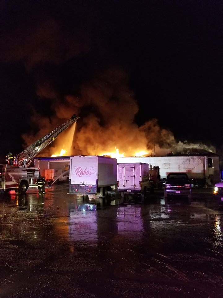 Large fire destroys meat packing business in Peoria (Farmington Community Fire Protection District)