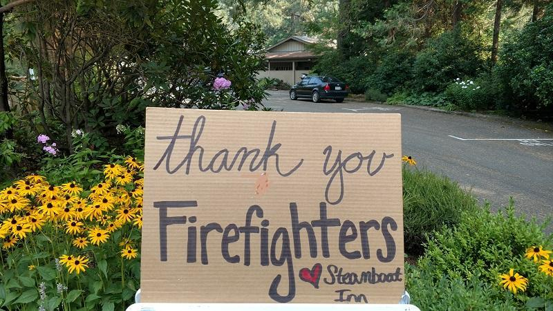 A sign thanking firefighters at the Steamboat Inn along Highway 138E. (InciWeb)