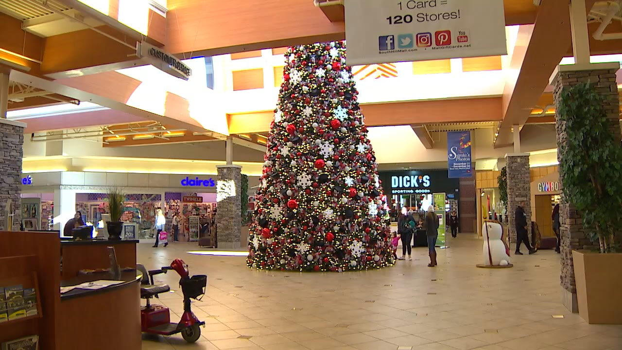The staff at South Hill Mall stepped in to save Christmas after a fire destroyed its decorations. (Photo: KOMO News)