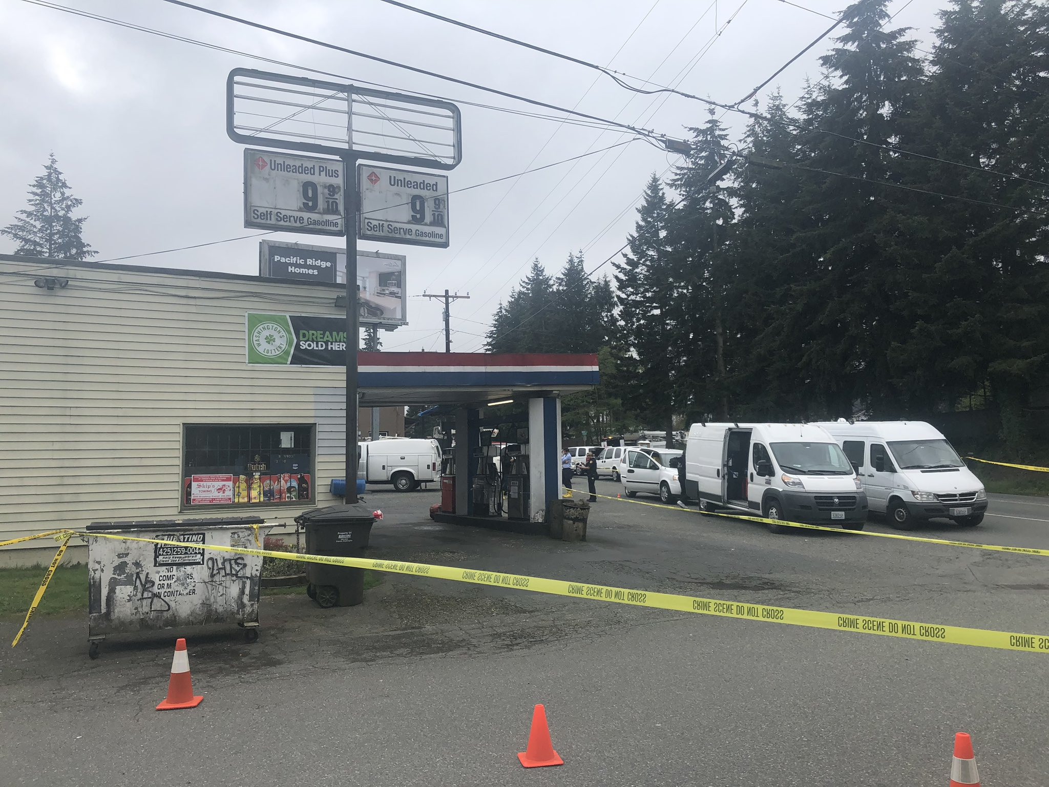 Clerk stabbed to death in brutal attack at small Everett grocery (KOMO Photo)